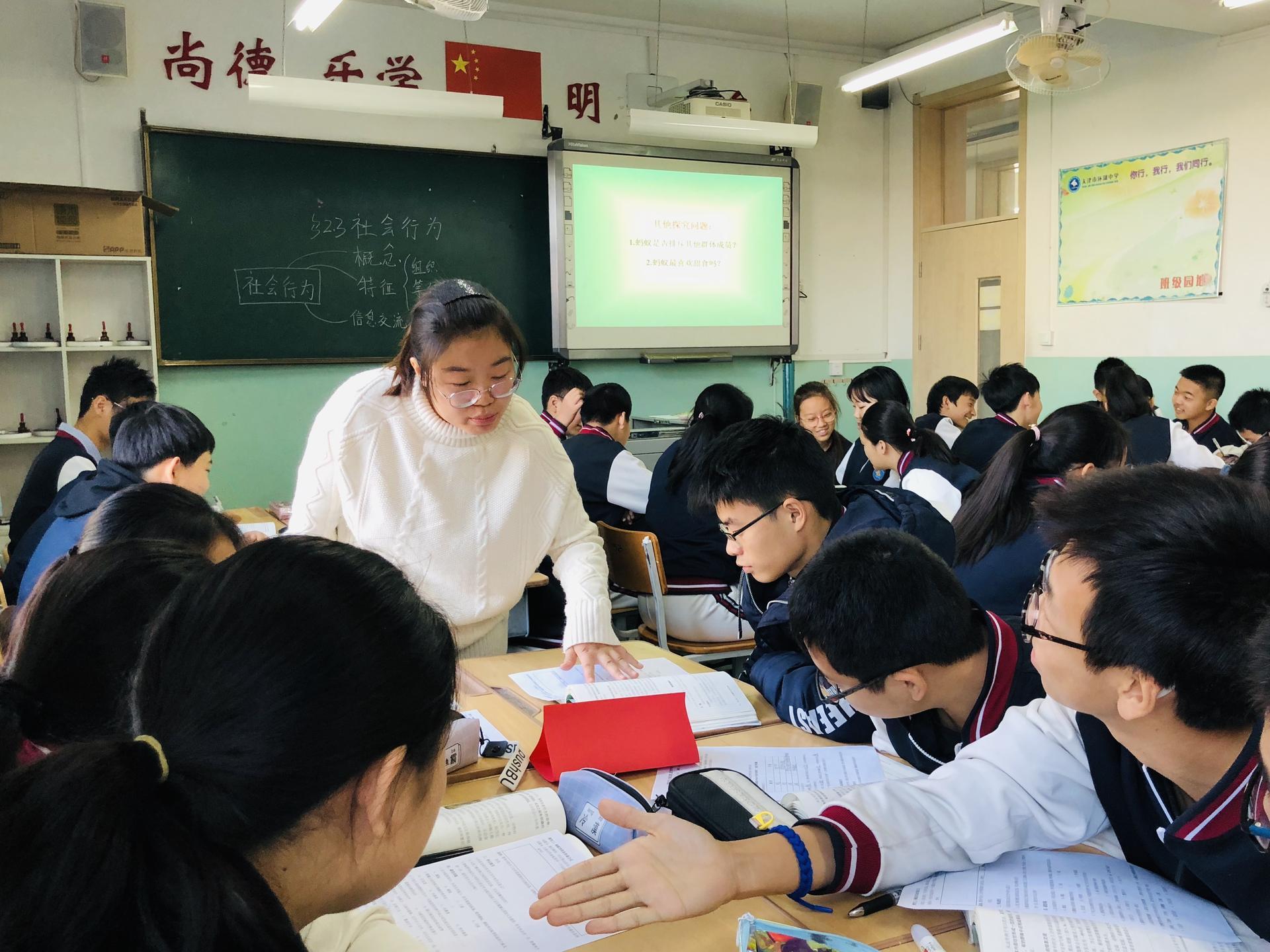 张锦老师正在上课2.jpg